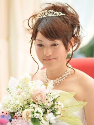 結婚式 お呼ばれ ドレス 膝下. 花嫁向けヘアスタイル