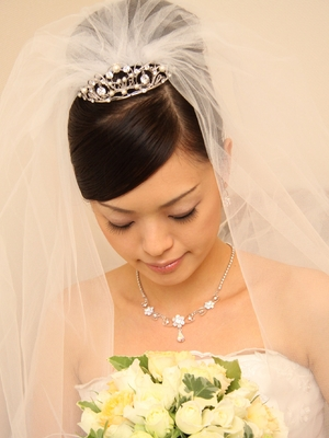 ティアラの花嫁ヘアスタイルカタログ画像一覧|ゼクシィnetで