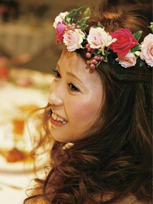 華やかムードを一気に盛り上げる花冠が新鮮!
