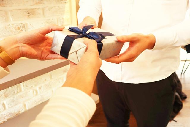 男友達へのプレゼント。予算の相場は?