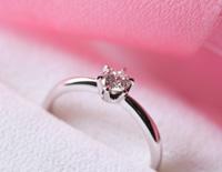 結婚が決まった!婚約指輪はあげるべき!?