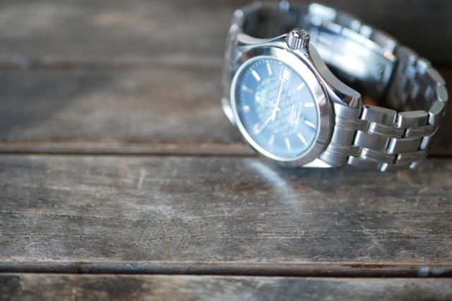 2位は定番のプレゼントとして人気の腕時計