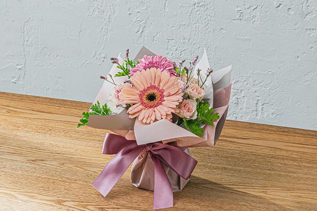 花束の色合いやスタイルによる印象の違い