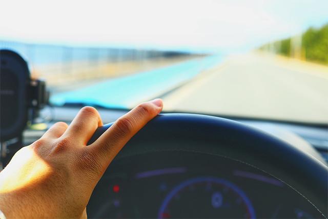 運転中の男性が喜ぶ「女性の気遣い」とは