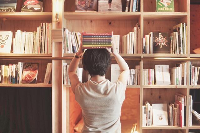 書店・図書館に行く