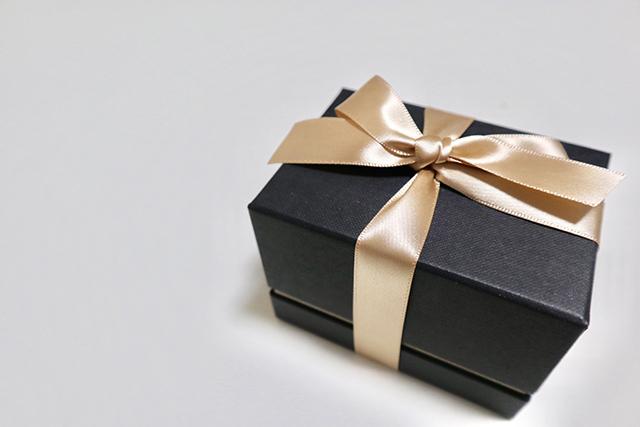 男友達が喜ぶプレゼントの選び方!人気のギフトアイテムは?