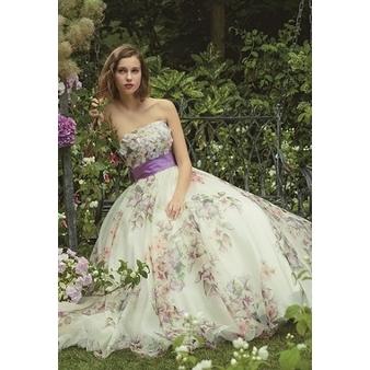 【アストリッド】全身に咲き誇る、パープルの花柄が華やかに彩るカラードレス
