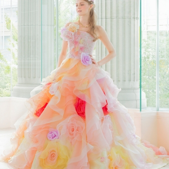 Bridal HIRO(ブライダル ヒロ):【HIRO】まるで妖精。不思議な雰囲気と透け感のバランスが絶妙なフェミニンドレス