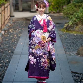 【闇の中に咲くお花が艶やか】紫に白をぼかした現代風古典柄