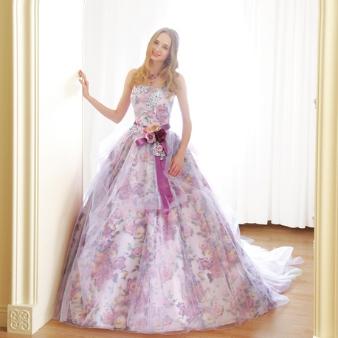 【春挙式の花嫁に人気】フラワープリントドレス