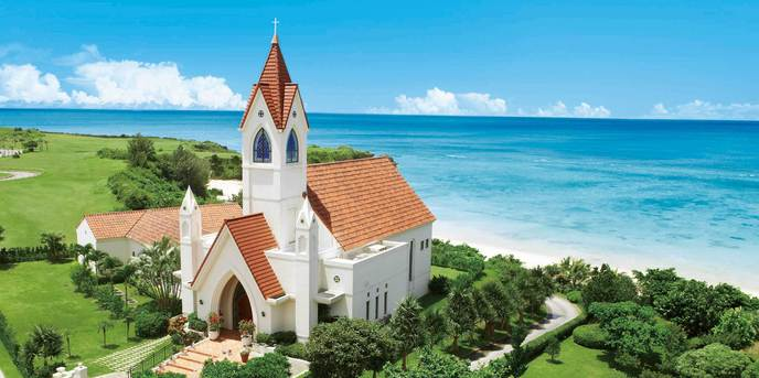 アリビラ・グローリー教会:スペイン風の外観が印象的な独立型チャペル