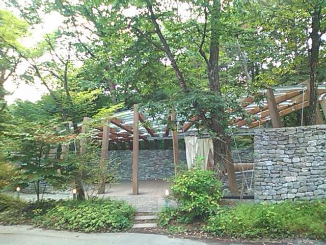 石の教会入口.jpg