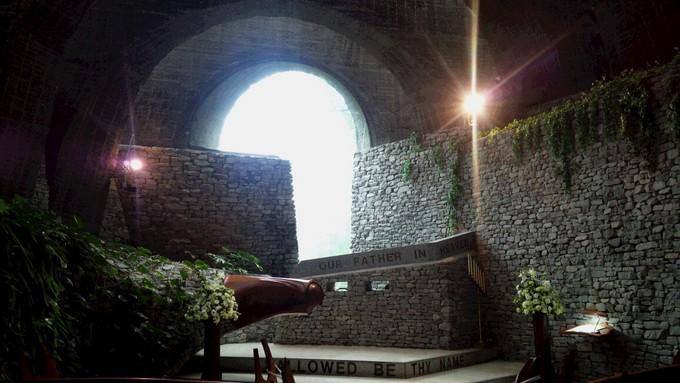 石の教会内.jpg