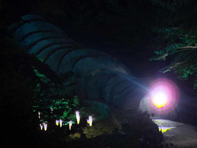 石ライトアップ.JPG