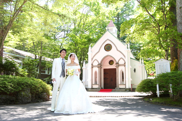 緑 に囲まれた礼拝堂で、今日 ...