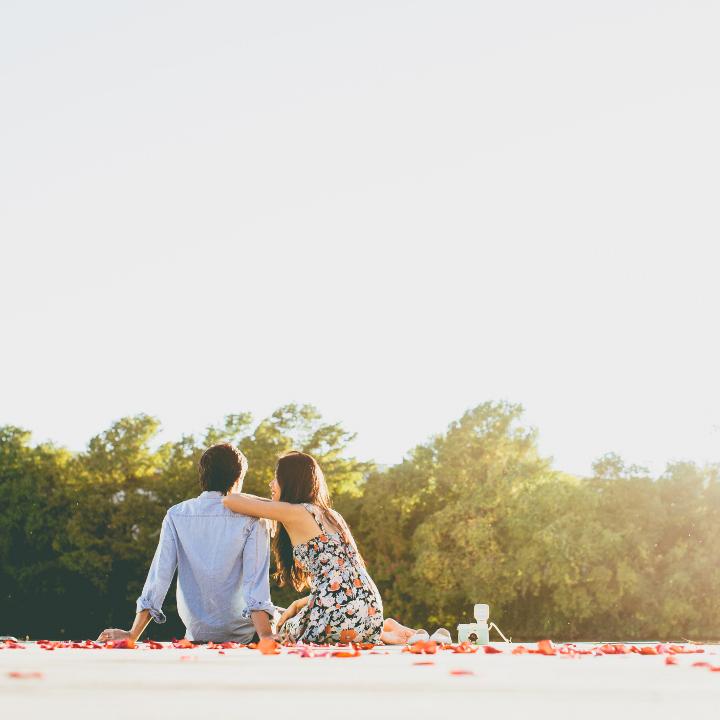 結婚記念日、いつにする? 何をする?