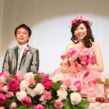 キュートに華やかに 花で彩る結婚式|ゼクシィ