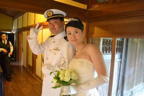 お色直しはウェディングドレスとご新郎様のお仕事の礼服にてご入場