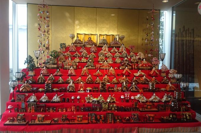 美術館の雛人形.jpg