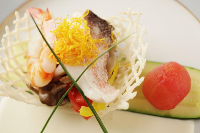 季節の白身魚と車海老のヴァプールときのこのソテー白ワインソース.jpg