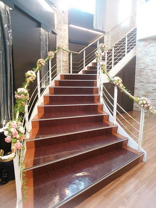 階段装花.JPG