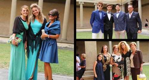 イタリアには参列者の服装には特に決まりはなく、新郎新婦からの特別なオーダーもありません。  基本的に黒と白は避けた方が良いと言われてはいますが、特段気にして