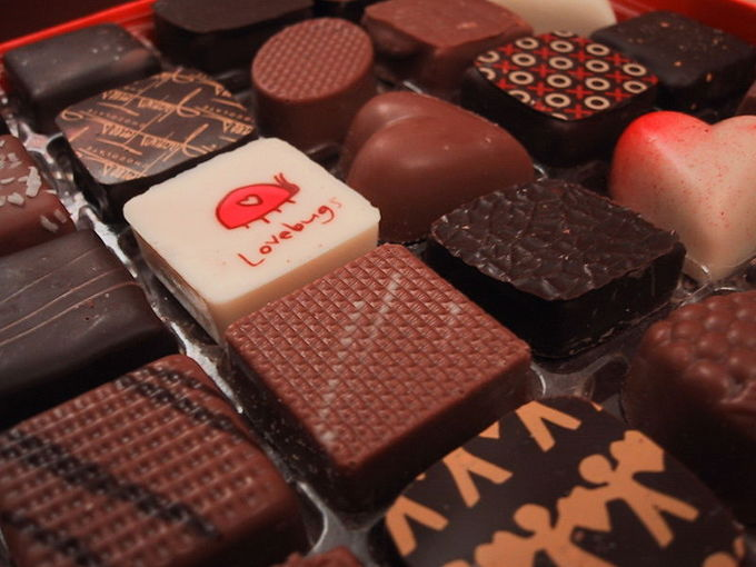800px-Valentines_Day_Chocolates_from_2005[1].jpg