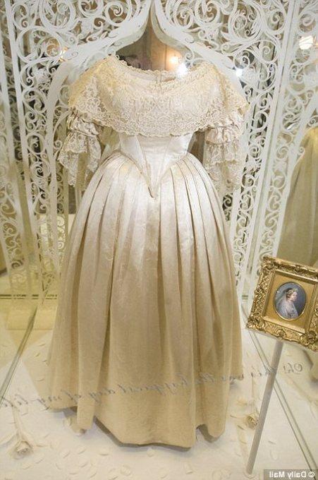 ヴィクトリア女王ドレス.jpg