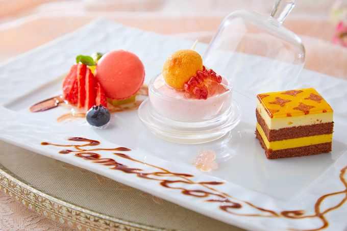 甘酸っぱいイチゴのムース ビスキーとジュレ  フルーツ盛り合わせ1.jpg