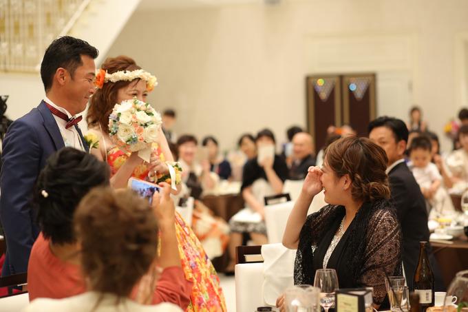 涙あふれる感動の結婚式。
