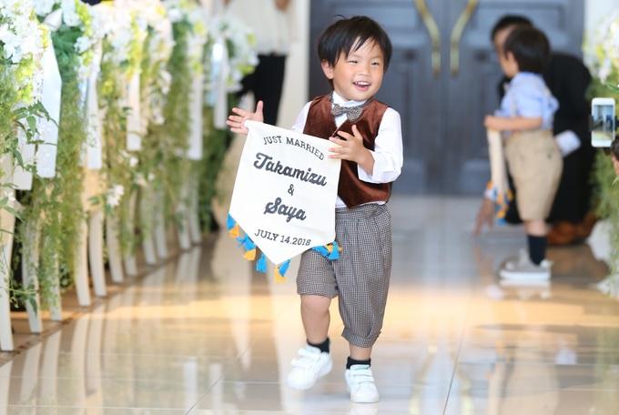 お子さまがゲストの皆さまの笑顔を誘う♪お二人らしいチャペル挙式!