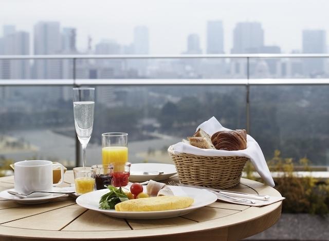 Palace-Hotel-Tokyo-In-Room-Dining-Breakfast-Balcony-H2-640x470.jpg