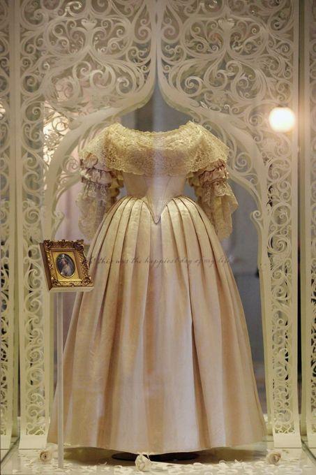 ヴィクトリア女王のドレス.jpg
