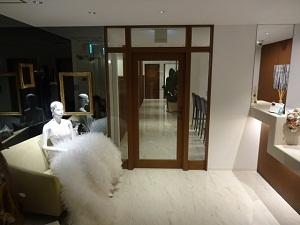 551747828fa56 正面左にはホテルグランヴィア京都内にあります専門のスタッフさんにセッティングして頂いた可愛いコーディネートがお二人をお出迎え。  ますます気持ちが高鳴りますね ...