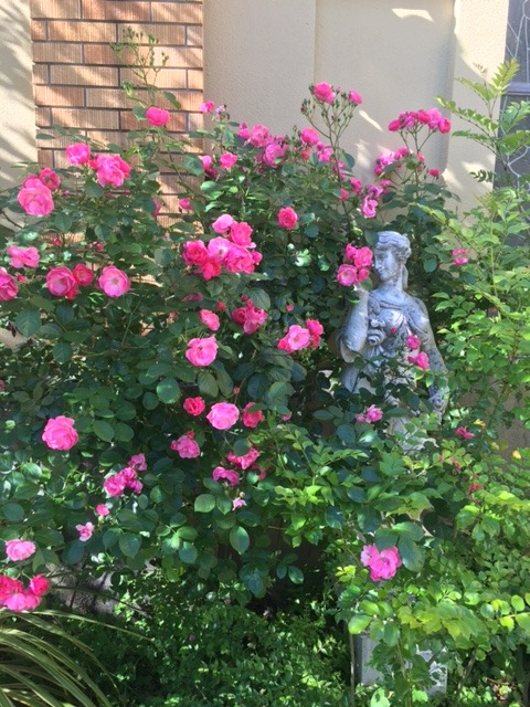 ガーデンヒルズの女神像