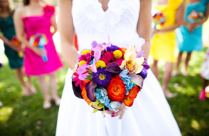 vibrant-bright-bridal-bouquets-colorful-mix-and-match-bridesmaid-dresses_original.png