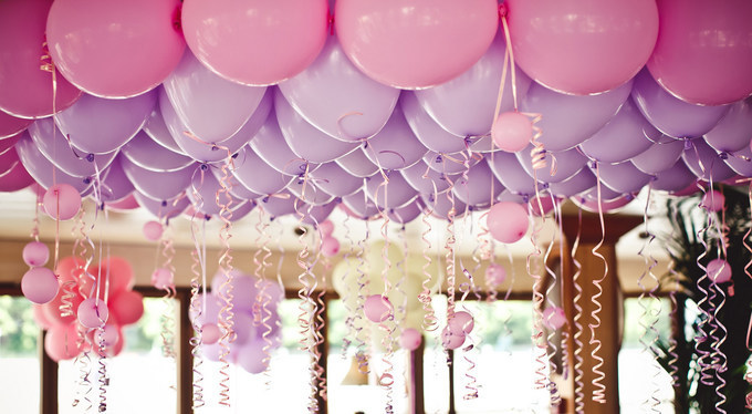balloons-under-ceiling-wedding-party-pink-35664738-2120x1166.jpg