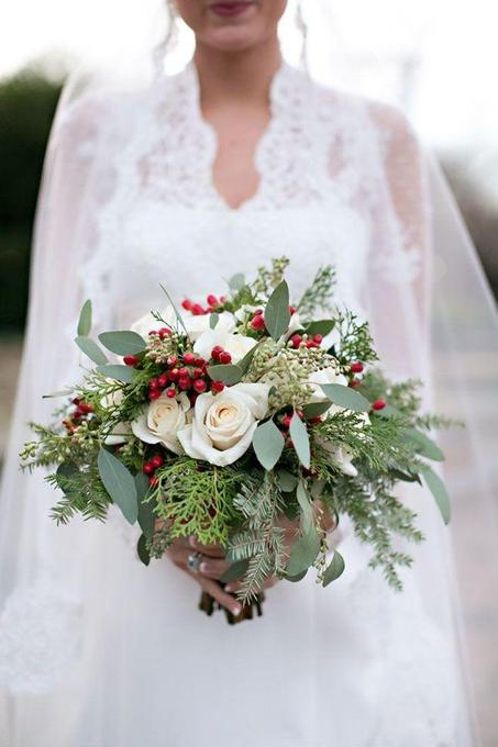 christmas-wedding-bouquet.jpg