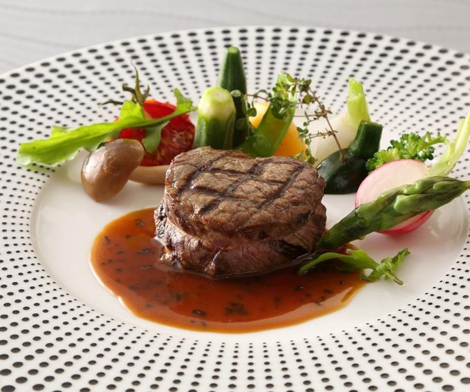 国産牛フィレ肉のグリル・トリュフとフォアグラ入りマデラソース.JPG