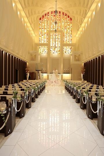 お客様の中にはノートルダム神戸が出来る前に、パンフレットだけでお申し込みをいただいた方もおられます。そのような方々の為にも私達は素敵な結婚式の・・・