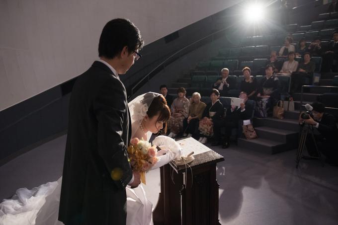 結婚証明書にサイン.jpg