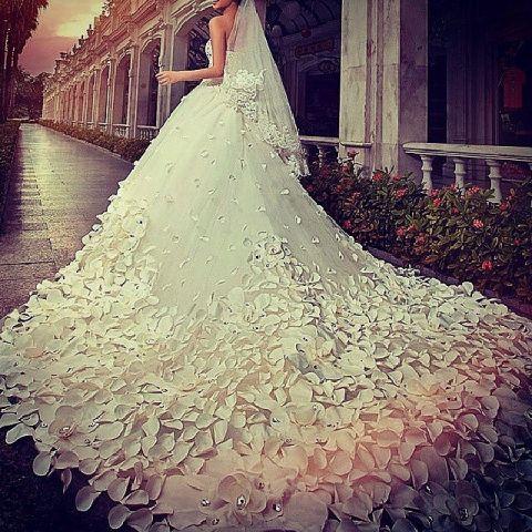 ウエディングドレス.jpeg