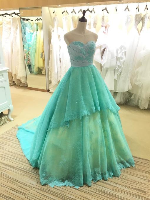 ザ・サーフオーシャンテラスをご覧いただき有難うございます♪本日は新作ドレスpart6!!リゾート感あふれるブルーグリーンのカラードレス!レース素材で大人っぽく