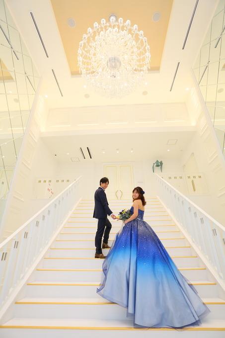 【神戸最新結婚式場 憧れの大階段で】